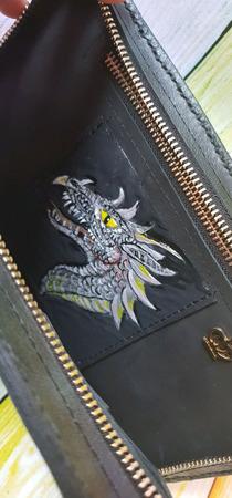 Мужской клатч из натуральной кожи с Драконом и инициалами ручной работы на заказ