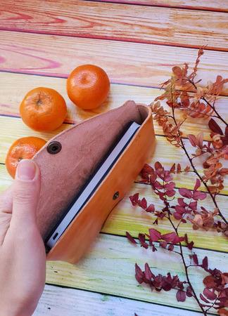 """Очечник футляр из кожи растительного дубления с тиснением """"Осенний лист"""" ручной работы на заказ"""