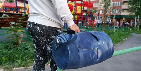 """Большая кожаная дорожная сумка синего цвета """"Спортивная"""" ручной работы на заказ"""