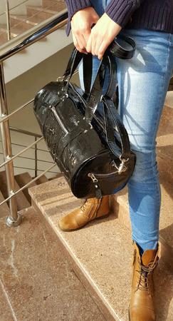 Женская спортивная сумка из натуральной кожи под крокодила ручной работы на заказ