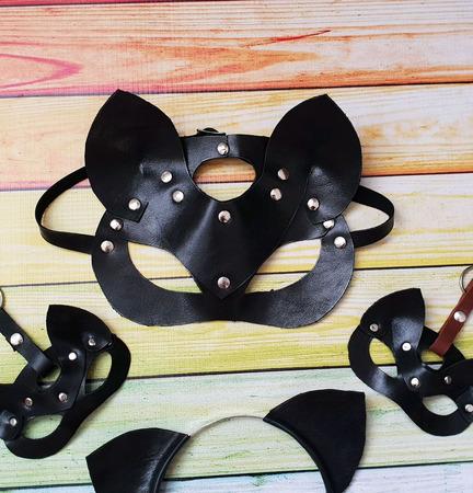 Брелок маска кошка из кожи на сумку ручной работы на заказ