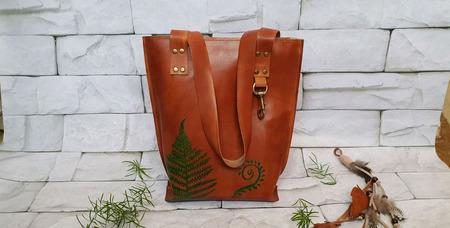 Сумка-шоппер из натуральной кожи с папоротником в индейском стиле ручной работы на заказ