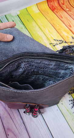 Сумка кросс боди через плечо бохо стиле из натуральной серой кожи ручной работы на заказ