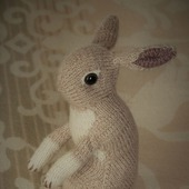 Кролик декоративный вязаный