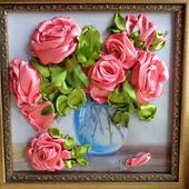 """Картина """"Розы в вазе"""" вышита атласными лентами"""