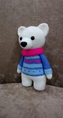 Детская вязаная игрушка полярный мишка в свитере ручной работы на заказ