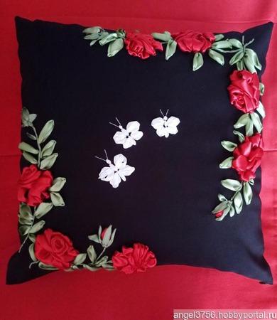 Подушки с вышивкой из атласных лент ручной работы на заказ