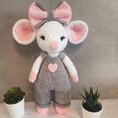 Мышка в комбинезоне