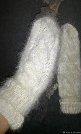 Теплые пуховые варежки с косой ручной работы на заказ