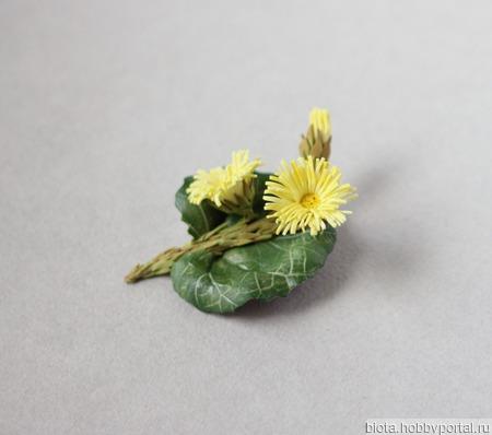 """Брошь с желтыми весенними цветами """"Мать-и-мачеха"""" ручной работы на заказ"""