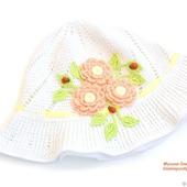 Вязаная панамка с цветами для девочки