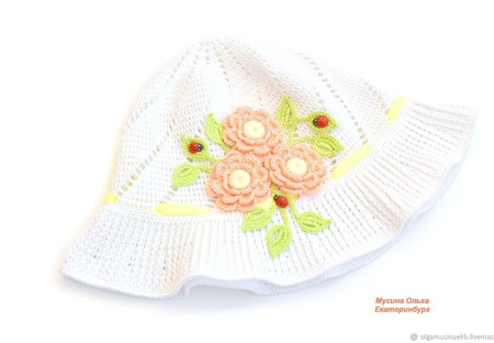 Вязаная панамка с цветами для девочки ручной работы на заказ