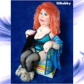 Рыжая кукла с туалетной бумагой интерьерная