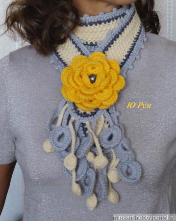 Шарф весенний Желтый цветок с брошью цветком ручной работы на заказ
