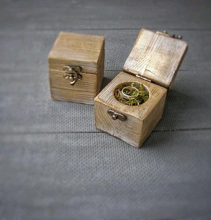 Коробочка для колец из дерева ручной работы на заказ