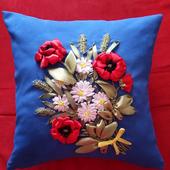 Подушка декоративная (с вышивкой из лент)