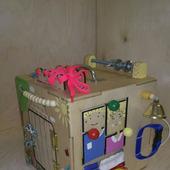 """Развивающий куб-бизиборд  """"Куколка"""""""