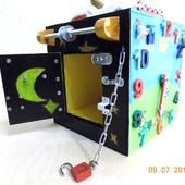 Развивающая игрушка - бизиборд в виде бокса