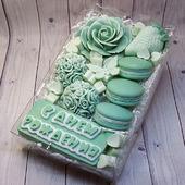 Набор мыла ручной работы на день рождения нежная зелень и макарунс
