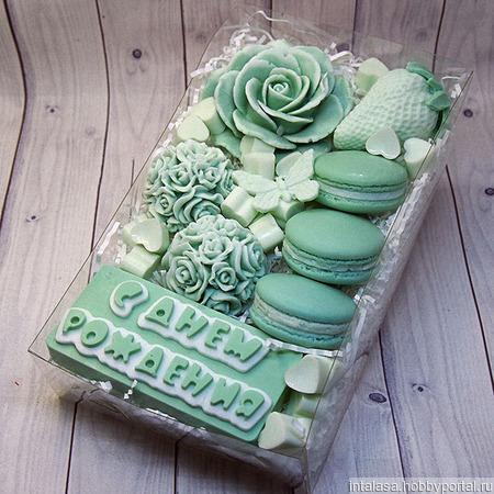 Набор мыла ручной работы на день рождения нежная зелень и макарунс ручной работы на заказ