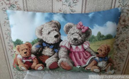 """Большая вышитая подушка """"Мишки Тедди"""" ручной работы на заказ"""