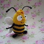 Пчела вязаная крючком