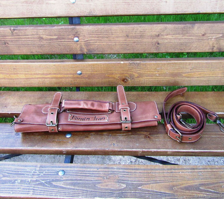 Кожаная поварская скрутка для 5 ножей цвета коньяк ручной работы на заказ
