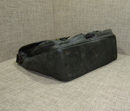 "Мужская кожаная сумка-мессенджер ""Джаз"" цвета темный хаки ручной работы на заказ"