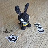 Вязаная игрушка Зайка Бэтмен