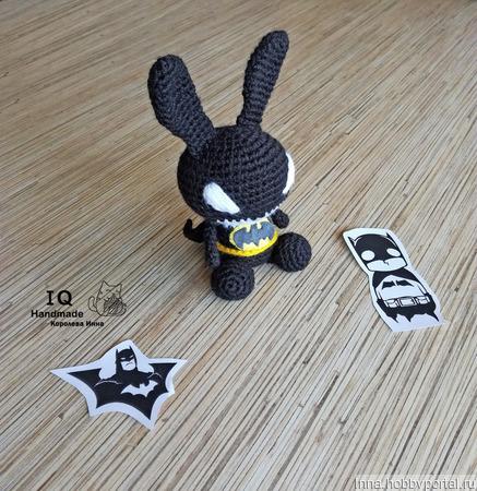 Вязаная игрушка Зайка Бэтмен ручной работы на заказ