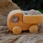 Деревянный грузовичок
