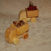 Деревянные грузовички