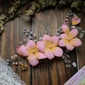 Гребень для волос с цветами из фоамирана, проволоки и бусин
