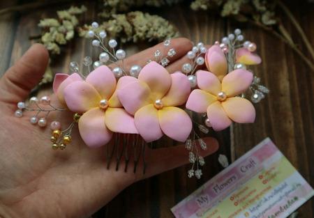 Гребень для волос с цветами из фоамирана, проволоки и бусин ручной работы на заказ