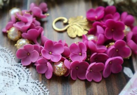 Браслет с цветами из полимерной глины ручной работы на заказ