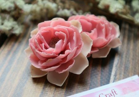 Серьги с розовыми цветами из полимерной глины ручной работы на заказ
