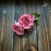 Гребень ручной работы с розовыми розами из фоамирана