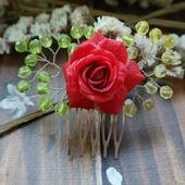 Маленький гребень с красной розой из полимерной глины