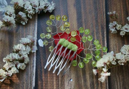 Маленький гребень с красной розой из полимерной глины ручной работы на заказ