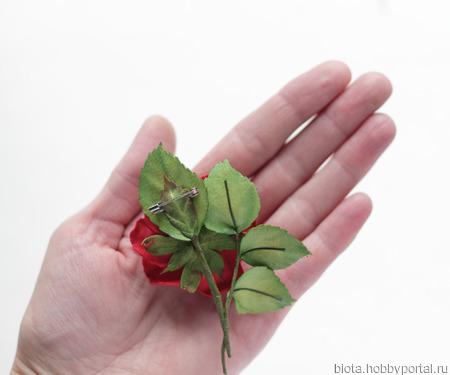 Брошка розочка красная маленькая ручной работы на заказ