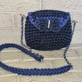 Маленькая вязаная сумочка