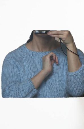 Голубой базовый джемпер из мохера ручной работы на заказ