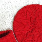 Красный комплект - берет и манишка