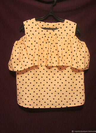 Блуза с воланом на плечах ручной работы на заказ