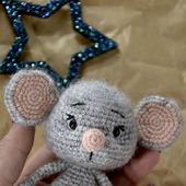 Вязаная игрушка мышка