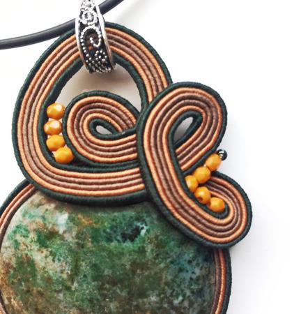 """Кулон зеленый сутажный, украшение из натурального камня """"Завиток"""" ручной работы на заказ"""