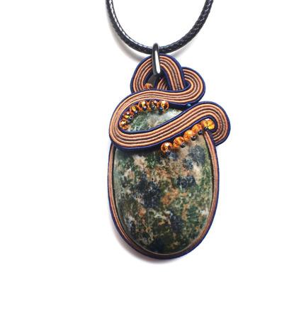 """Кулон зеленый сутажный, украшение из натурального камня """"Меланж"""" ручной работы на заказ"""