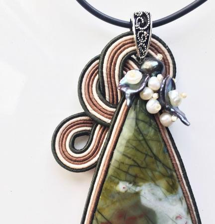 """Кулон зеленый сутажный, украшение из натурального камня """"Галстук"""" ручной работы на заказ"""