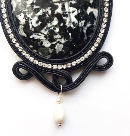 Кулон сутажный из натурального камня Мак ручной работы на заказ