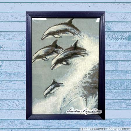 """Картина вышитая крестиком """"Дельфины"""" ручной работы на заказ"""